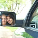 Cute couple in car — Stockfoto
