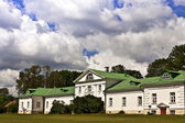 Volkonskiy mansion at the Leo Tolstoy's estate in Russia. — Stock Photo
