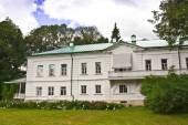 Leo Tolstoy's house at his Yasnaya Polyana estate. — Stock Photo