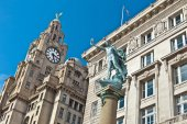 Historic buildings at Liverpool's waterfront. — Stock Photo