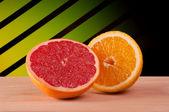 グレープ フルーツとオレンジの半分 — ストック写真