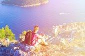 Турист, наслаждаясь живописным видом походы в Европе, Хорватия — Стоковое фото