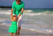 Father and little daughter walking on the beach — Stock Photo