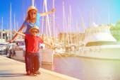 Mother and son playing in port on summer travel — Stock Photo