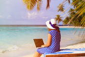 Young woman with laptop on tropical vacation — Stock Photo