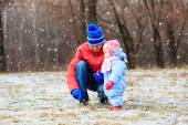 Father and little daughter playing in winter — Stock Photo
