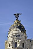 Metropolis Building is one of the most famous Beaux-Arts style landmark of City of Madrid. — Stock Photo