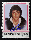 ST. VINCENT - CIRCA 1985: A stamp printed in St. Vincent, shows Elvis Presley, circa 1985. — Stockfoto