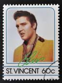 ST. VINCENT - CIRCA 1985: A stamp printed in St. Vincent, shows Elvis Presley, circa 1985. — ストック写真