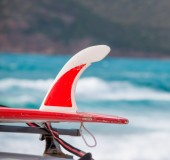 Surfboard by the sea — Stock Photo