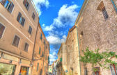 Narrow street in Alghero old town on a clear day — Stock Photo