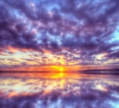 Colorful sunset reflected in the water — 图库照片