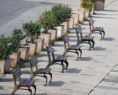 Row of wooden benches in Alghero — Stock Photo