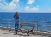 Woman looking at the sea in autumn — Stock Photo