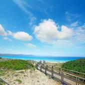 Promenade à la plage sous les nuages — Photo