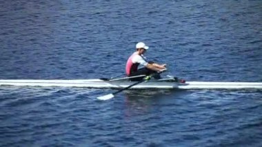 Single scull rowing — Stock Video