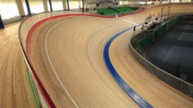Cycling race Indoor track — Stock Video
