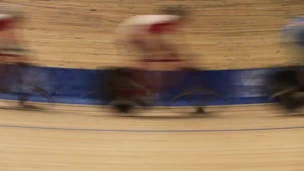 Ciclismo pista interior — Vídeo de stock