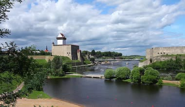 View of Narva and Ivangorod fortress — ストックビデオ