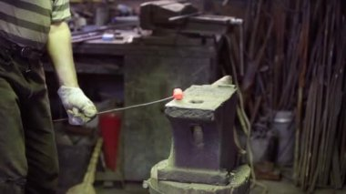 Smith forging red hot iron — 图库视频影像