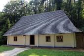 Antigua casa rural en la región de los cárpatos — Foto de Stock