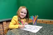 Girl drawing by pencils an image — Zdjęcie stockowe