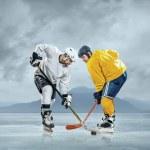 Ice hockey players on ice — Stock Photo