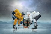Ice hockey players and polar bear — Stockfoto