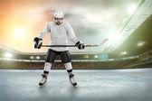 Eishockey-spieler auf dem eis — Stockfoto