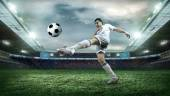 Fotbalový hráč s míčem — Stock fotografie
