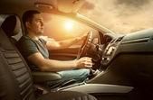 Carro de condução de homem — Foto Stock