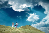 Family stay on top of mountain — Stock Photo