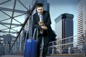 Man with baggage speaking on phone — Stock Photo
