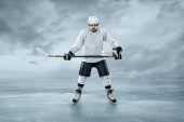 Ice hockey player on ice — Stok fotoğraf