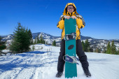 Man in goggles with snowboard — Stock Photo