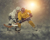 Ice hockey players on ice. — Stock Photo
