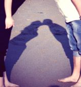 Shadow kissing couples — Stock Photo