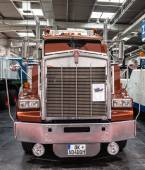 Historic Kenworth truck T 800 from 1983 at the 65th IAA Commercial Vehicles Fair 2014 in Hannover, Germany — Stock Photo