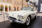 Old Chevrolet Corvette at The Avenues Mall in Kuwait. December 10, 2014 in Kuwait City, Middle East — Stock Photo
