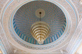 Beautiful luster inside of the Grand Mosque in Kuwait City, Middle East — Stock fotografie