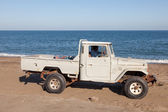 FUJAIRAH, UAE - DEC 14: Old Toyota Pickup on the beach in Kalba. December 14, 2014 in Fujairah, United Arab Emirates — Stock Photo