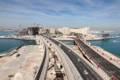 Palm Jumeirah highway, monorail and bridges connecting the Palm with mainland. Dubai, United Arab Emirates — Stock Photo