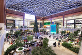ABU DHABI - DEC 19: Interior of the new luxury Yas Mall in Abu Dhabi. December 19, 2014 in Abu Dhabi, United Arab Emirates — Stock Photo
