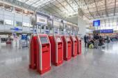 FRANKFURT - DEC 6: Self Checkin machines and counters in the Frankfurt International Airport. December 6, 2014 in Frankfurt Main, Germany — Stock Photo