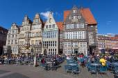 BREMEN, GERMANY - APR 5: People enjoying a sunny day in cafes in the old town of Bremen. April 5, 2014 in Bremen, Germany — Stock Photo