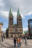 BREMEN, GERMANY - APR 5: The Bremer Dom Cathedral in the city of Bremen. April 5, 2014 in Bremen, Germany — Stockfoto