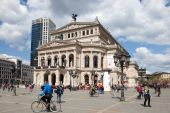 Francoforte sul meno, Germania - Apr 19: The Alte Oper - un concerto corridoio ed ex opera house di Frankfurt am Main. 19 aprile 2015 a Francoforte, Germania — Foto Stock