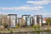 FRANKFURT MAIN, GERMANY - APR 18: River Main and modern residential buildings in Frankfurt. April 18, 2015 in Frankfurt Main, Germany — Stock Photo