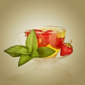 Tea cup with strawberry and mint leaf — Stock Photo