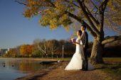 亚洲的新婚夫妇在自然图片 — 图库照片